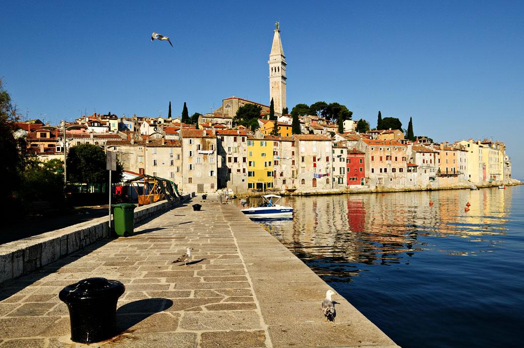 Quai en vieille ville de Rovinj, Croatie