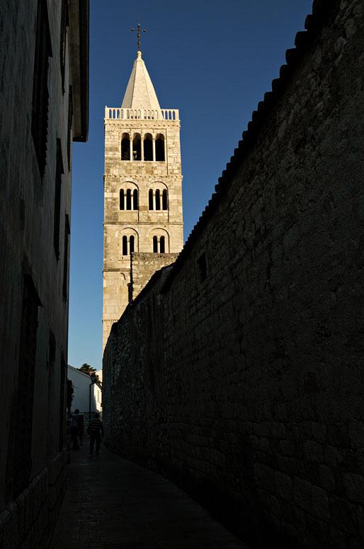 Le grand Campanile de la cathédrale de Rab, Croatie