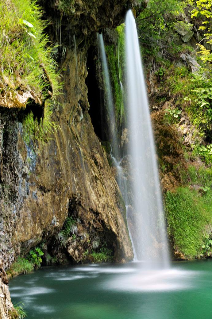 Chute d'eau en pose longue à Plitvice, Croatie