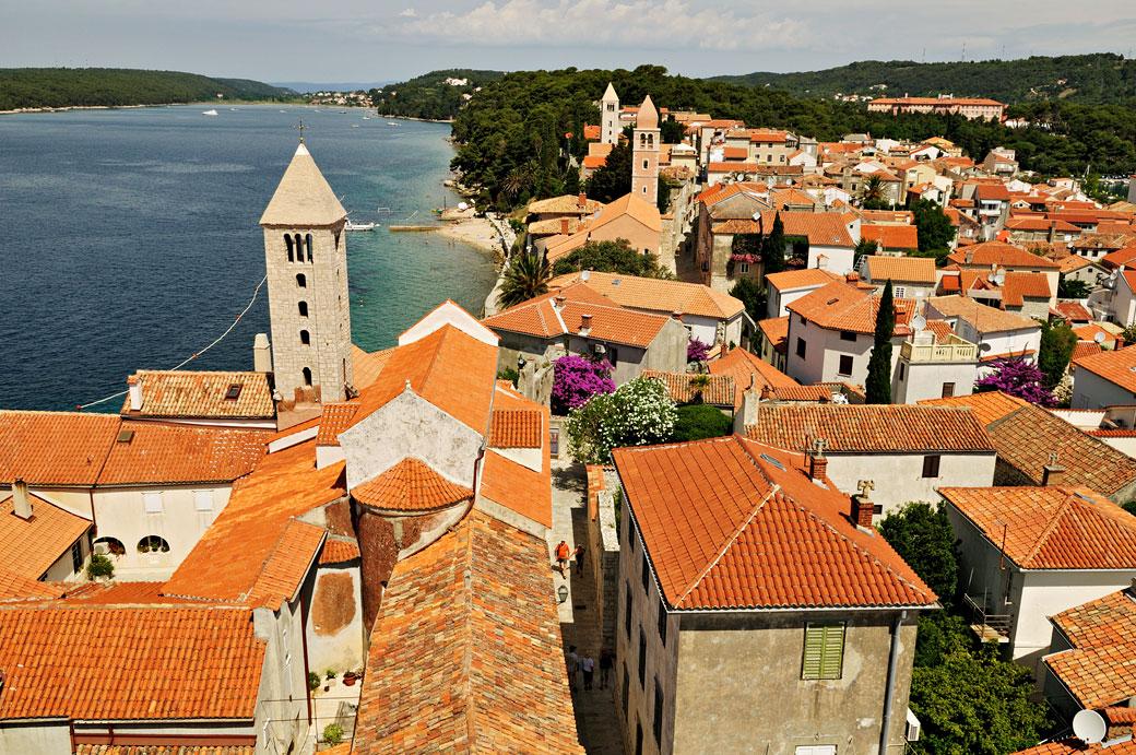 Les toits de la ville de Rab depuis le Campanile, Croatie