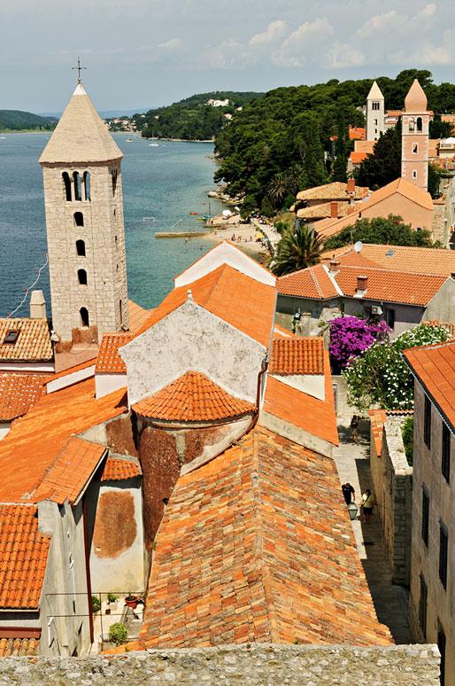 La ville de Rab et ses clochers depuis le Campanile, Croatie