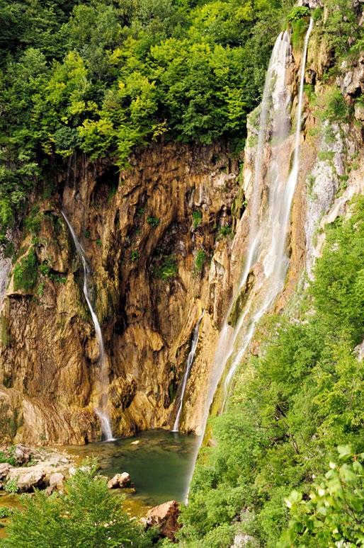Cascades et forêt à Plitvice, Croatie