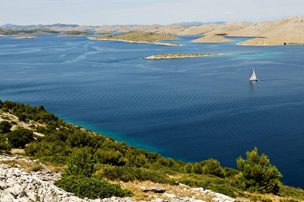 Voilier dans l'archipel des Kornati, Croatie