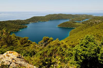 Grand lac salé (Veliko jezero) depuis Montokuc à Mljet, Croatie