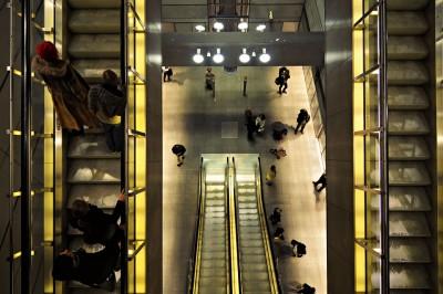Escalators à la station de métro Kongens Nytorv à Copenhague, Danemark