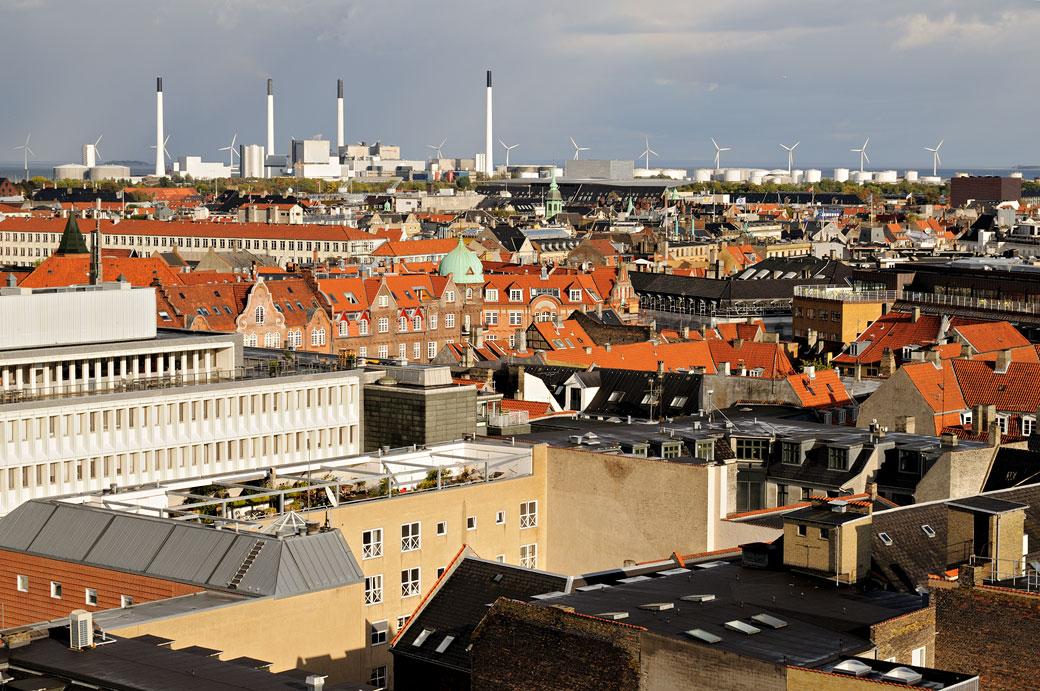 Toits et éoliennes à Copenhague depuis Rundetaarn, Danemark