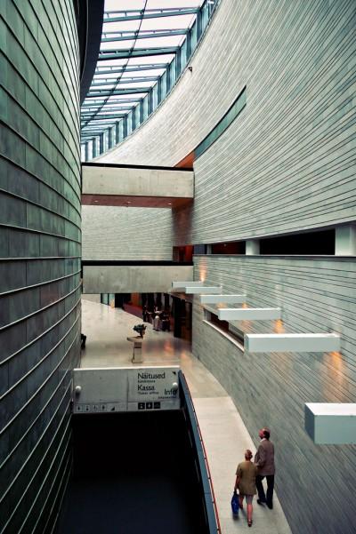 Architecture du KUMU, un musée d'art Estonien à Tallinn