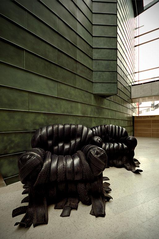 'Chair I-II 2001' est une oeuvre de Villu Jaanisoo exposée ici au KUMU