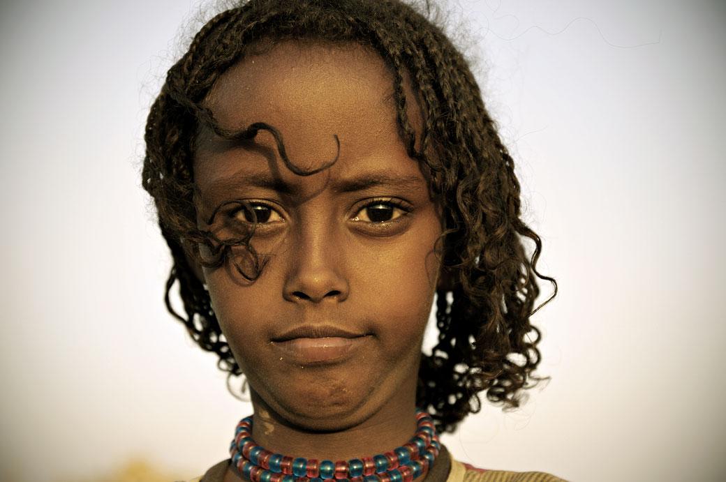 Portrait d'une fillette à Ahmed Ela dans le désert du Danakil