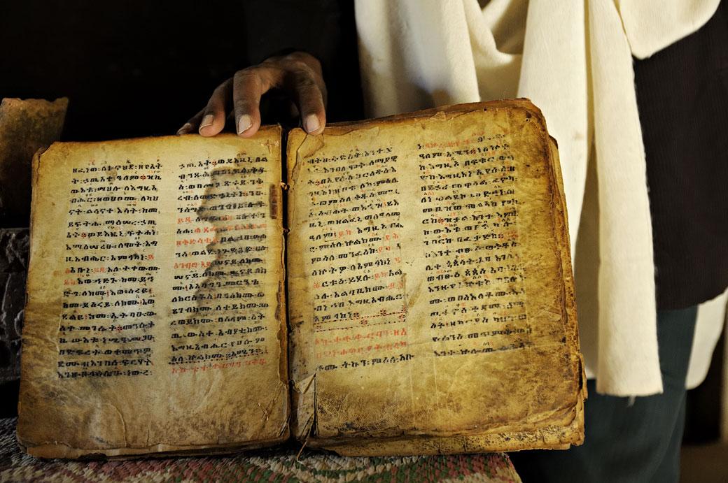 Le vieux livre de Yeha dans le Tigray, Ethiopie