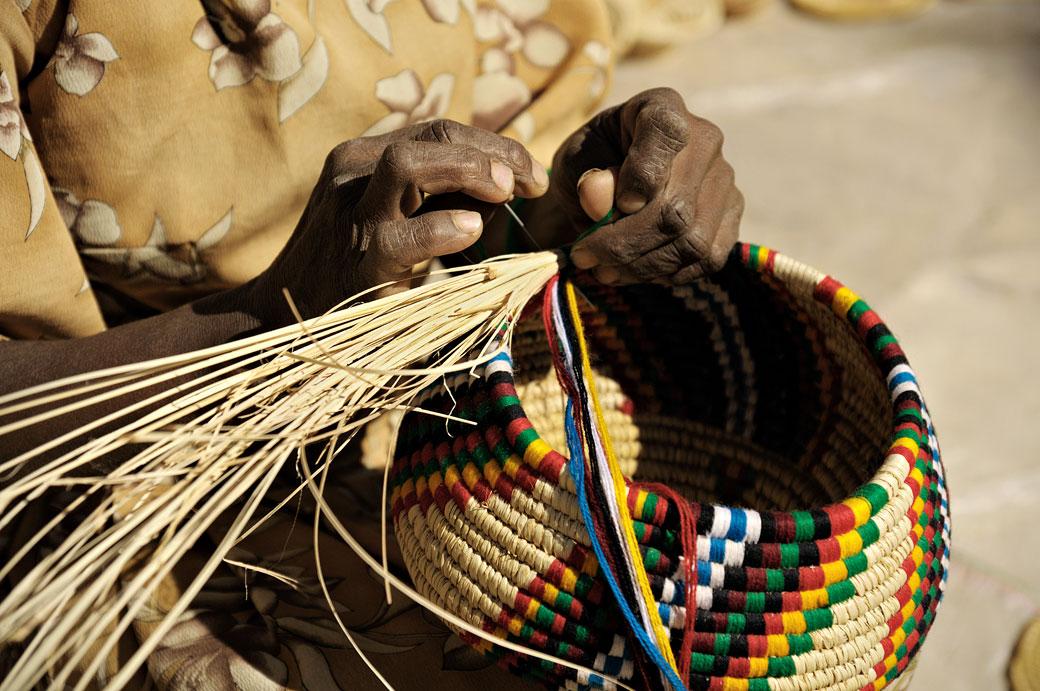 Fabrication d'un panier à Aksoum dans le Tigray, Ethiopie