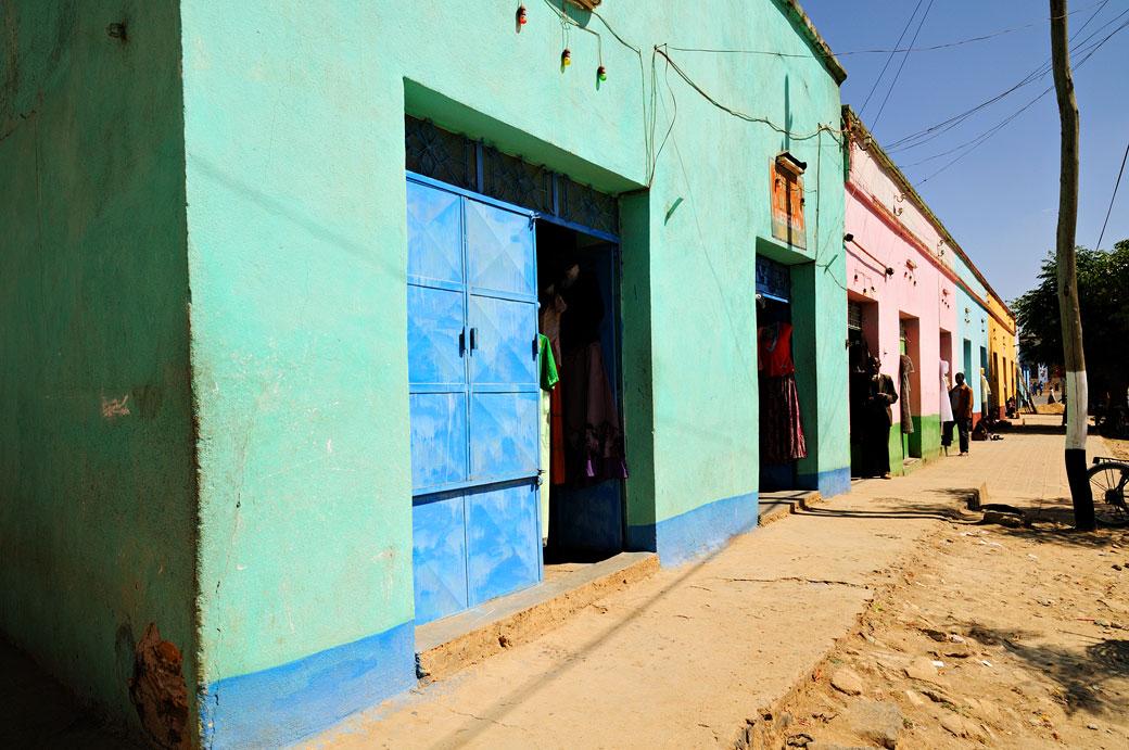 Rue colorée à Aksoum dans le Tigray, Ethiopie