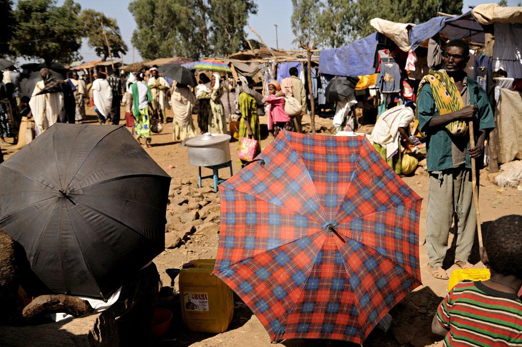 Ombrelles au marché d'Addi Arkay, Ethiopie