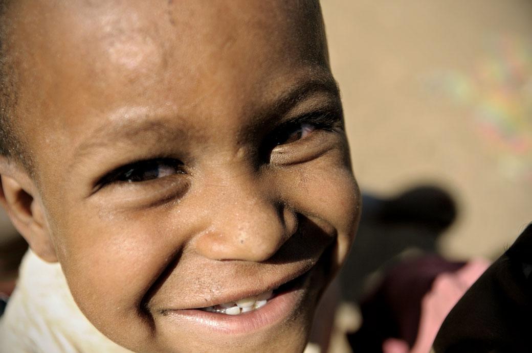 Sourire d'un enfant au marché d'Addi Arkay, Ethiopie