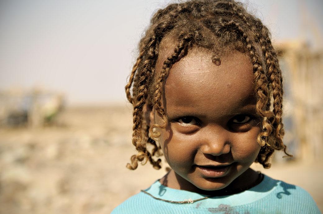 ethiopie petite fille avec des tresses. Black Bedroom Furniture Sets. Home Design Ideas