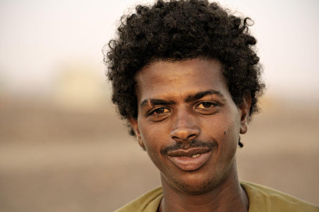 Portrait d'un homme joyeux à Ahmed Ela, Ethiopie