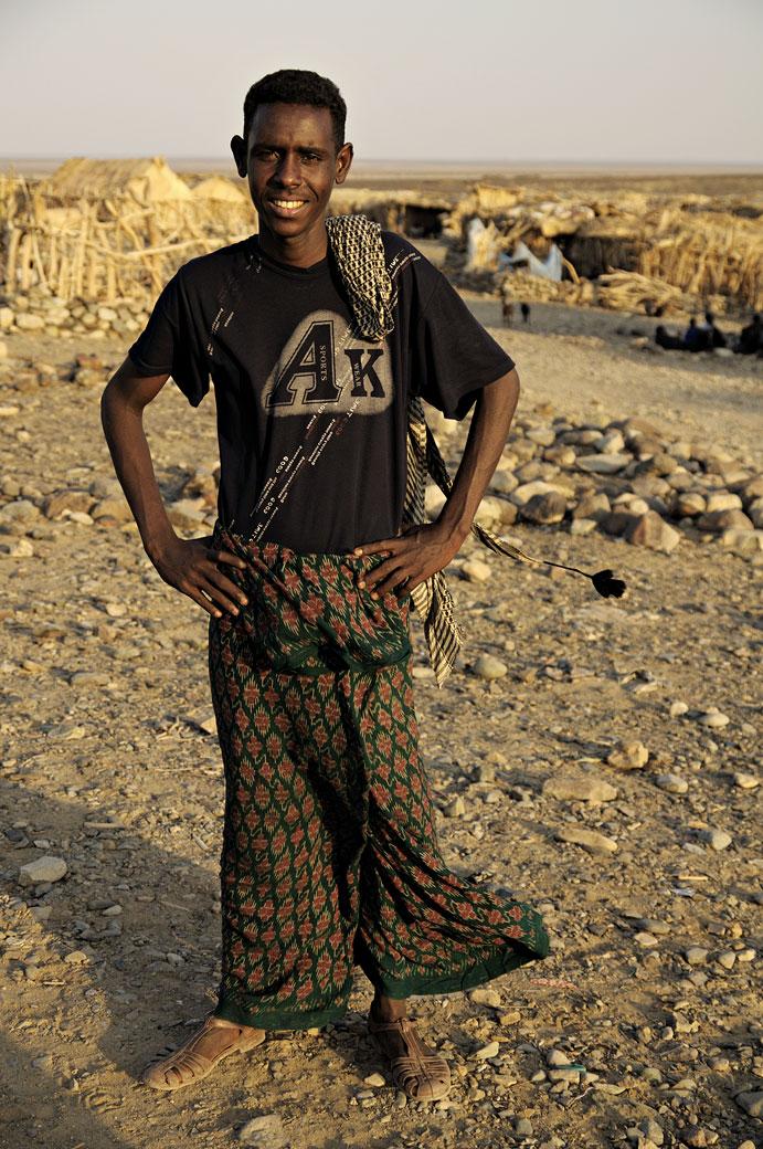 Homme dans le village d'Ahmed Ela, Ethiopie