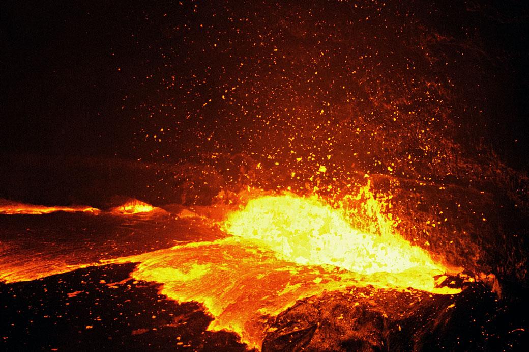 Remous ardents sur le volcan Erta Ale, Ethiopie