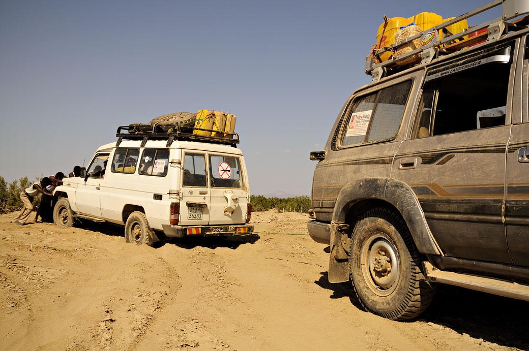 Voiture ensablée dans le désert du Danakil, Ethiopie