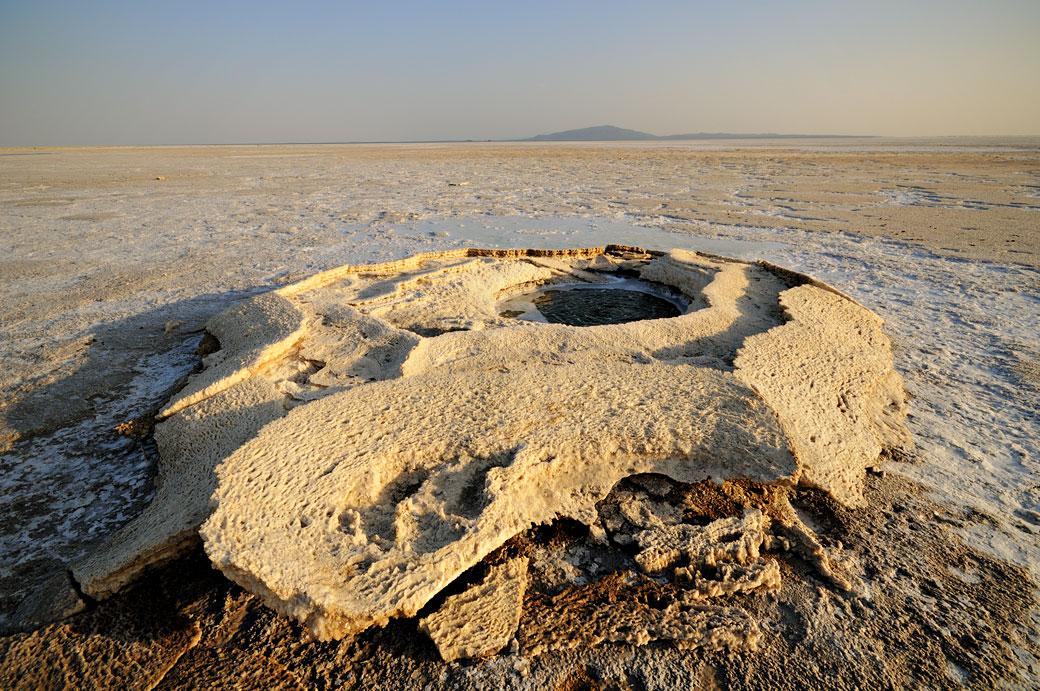 Petite source d'eau sur le lac Assale, Ethiopie