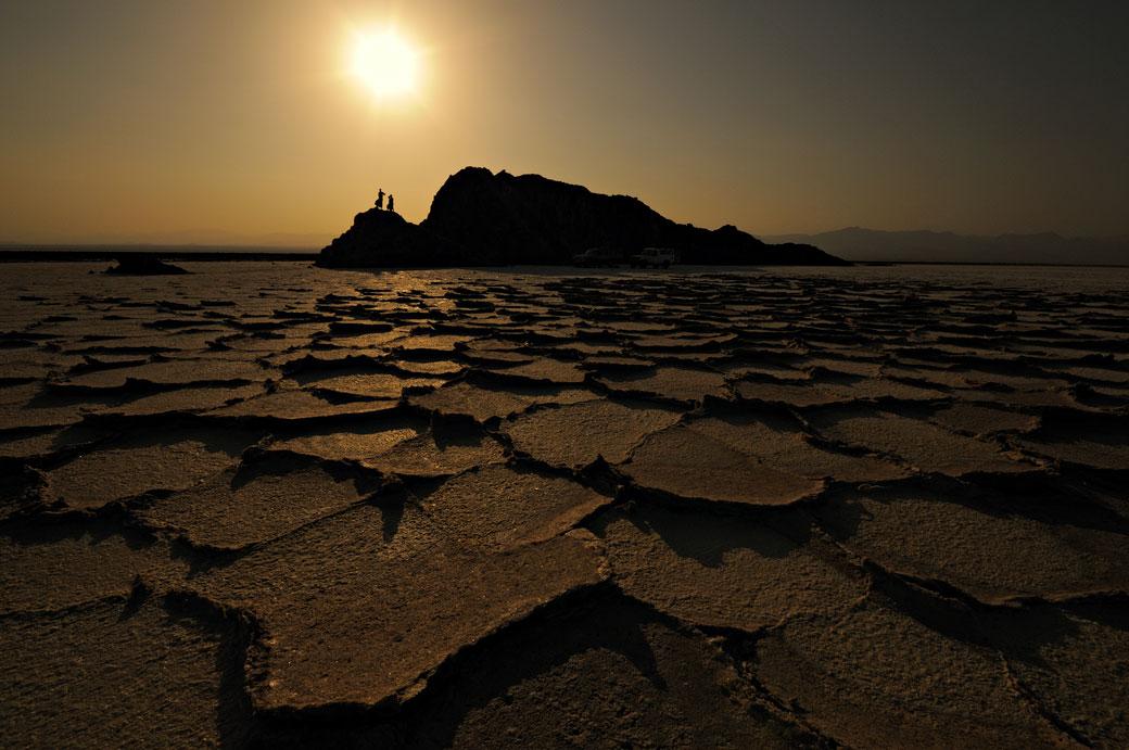 Le lac Assale à contre-jour, Ethiopie