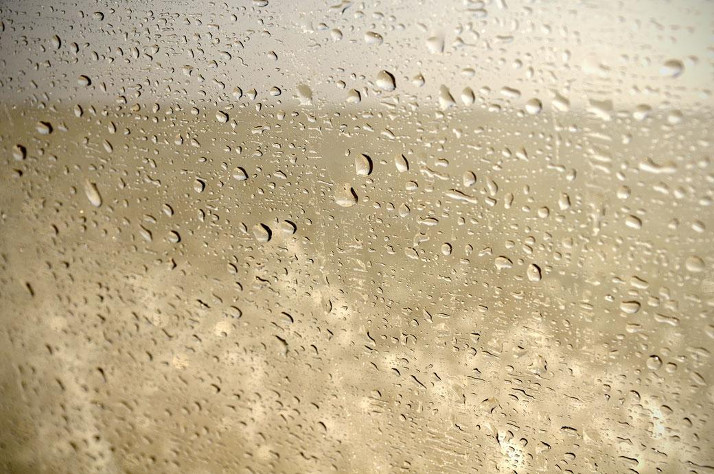 Gouttes d'eau sur la vitre de notre voiture, lac Assale - Ethiopie