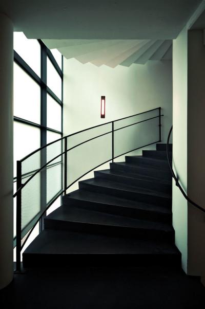 Escaliers à l'intérieur du KIASMA, le musée d'art contemporain d'Helsinki