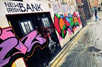 Graffiti New Irish Bank dans le quartier de Temple Bar à Dublin