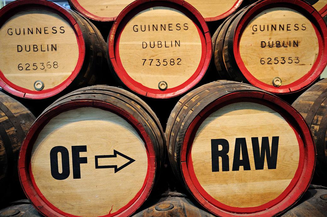 Barriques de Guinness dans le Guinness Storehouse à Dublin