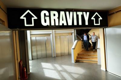 Couple qui revient du Gravity Bar au Guinness Storehouse à Dublin