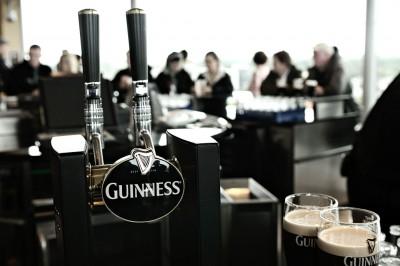 Tireuse à bière Guinness au Gravity Bar à Dublin, Irlande