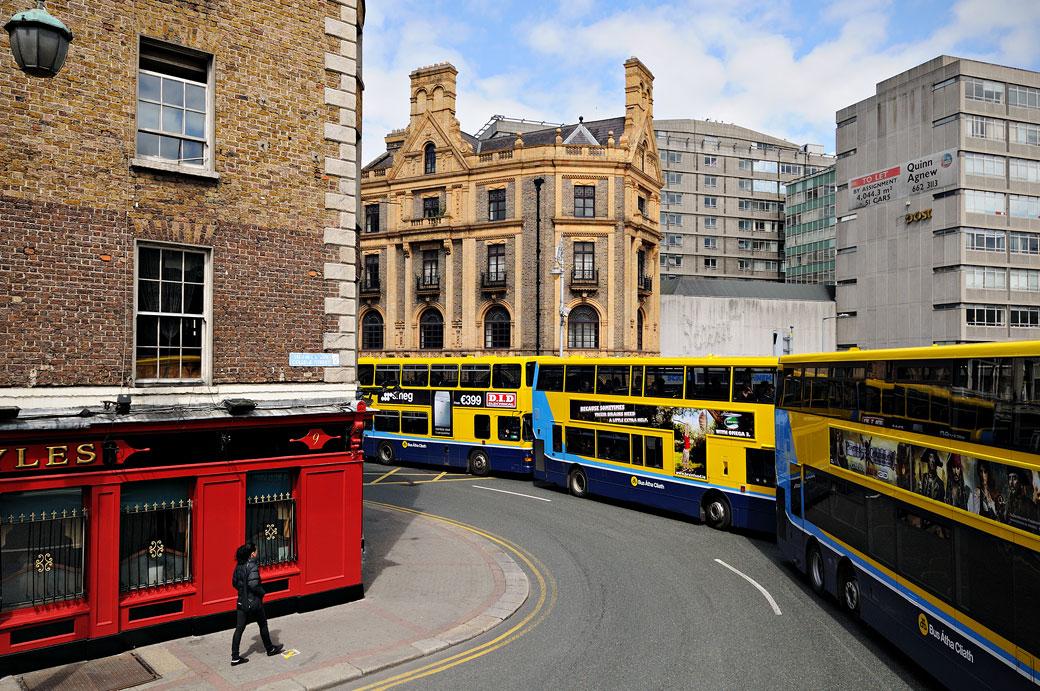 Bus jaunes à Dublin, Irlande