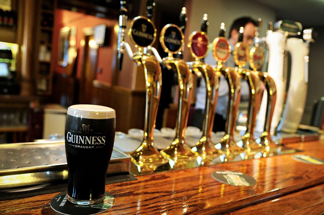 Guinness au pub John Clarke & Son's à Dublin, Irlande