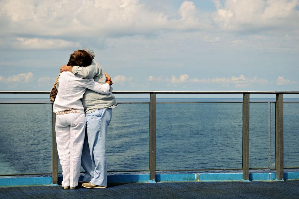 Couple amoureux sur un bateau pour la Sicile, Italie