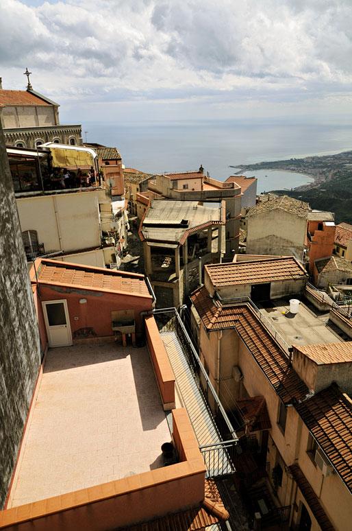 Les toits de Castelmola en Sicile, Italie