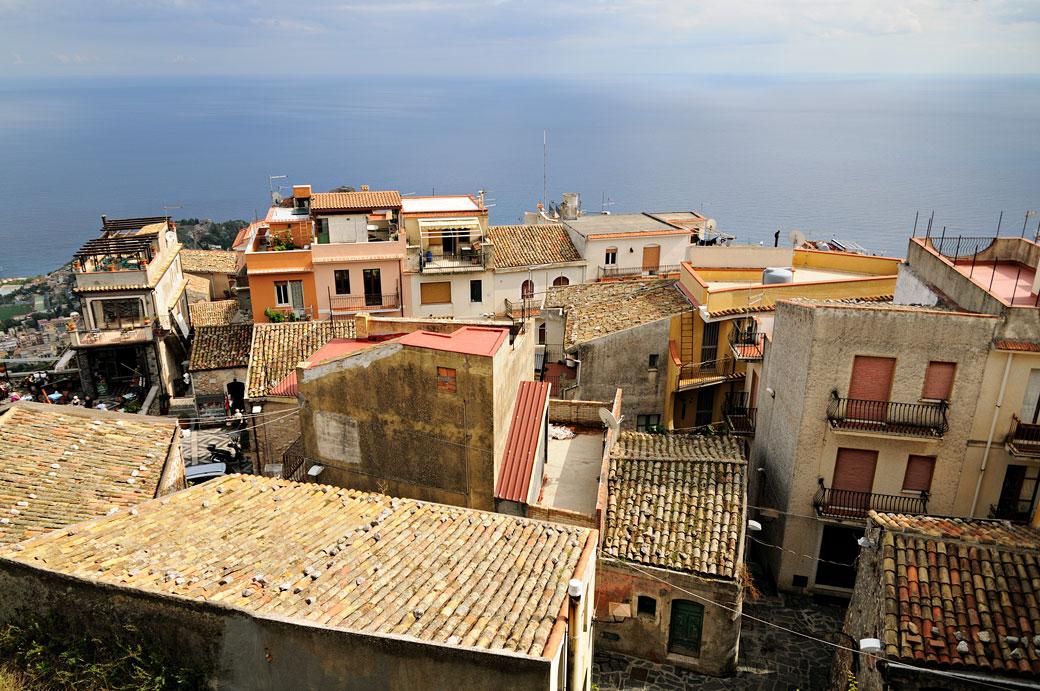 Le village perché de Castelmola en Sicile, Italie