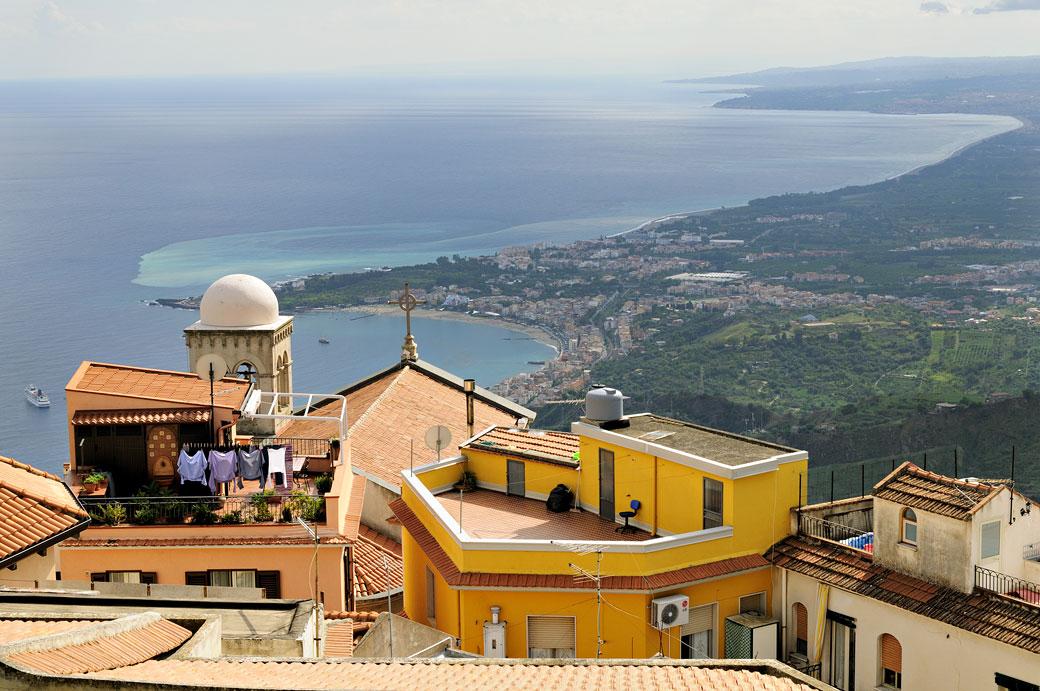 Castelmola et la mer Méditerranée en Sicile, Italie