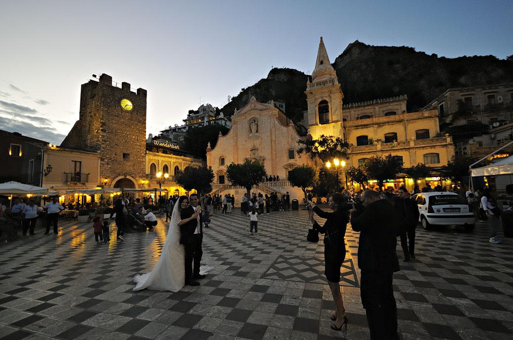Mariage sur la Piazza IX Aprile à Taormine en Sicile, Italie