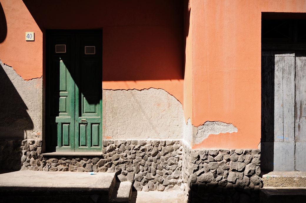 Porte et façade à Santa Maria la Scala en Sicile, Italie