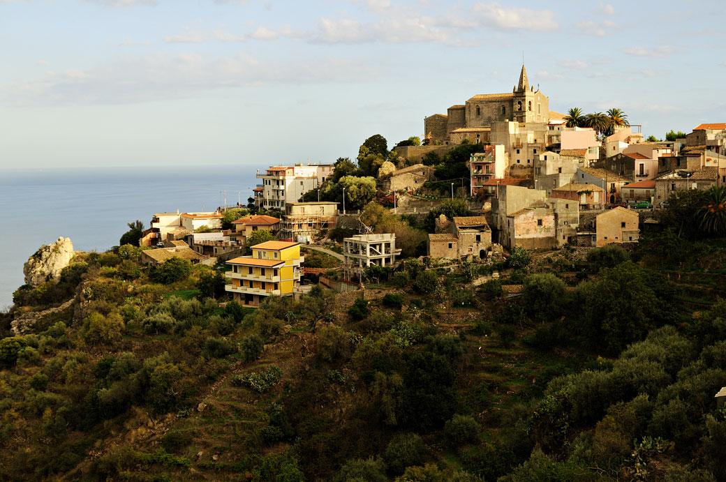 Le village de Forza d'Agrò en Sicile