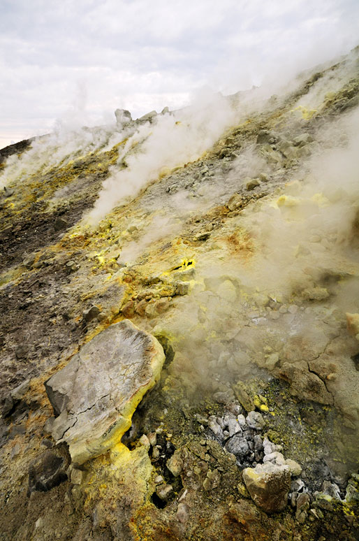 Soufre et gaz nocif à Vulcano en Sicile, Italie