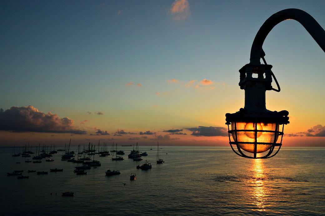Lever de soleil sur la mer à Stromboli, Italie