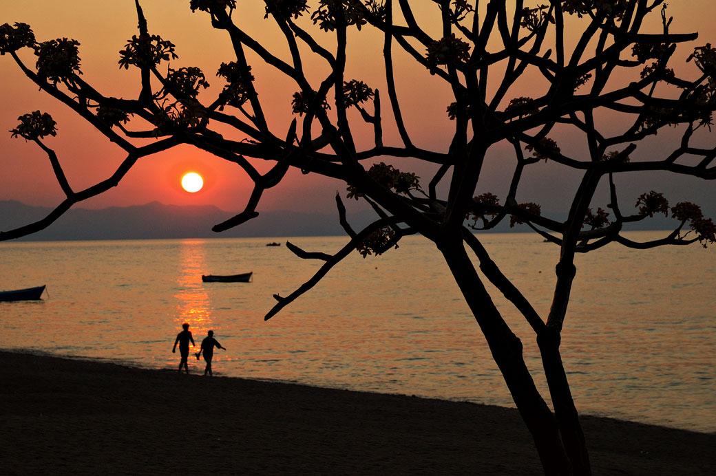 Coucher de soleil à Cape Maclear au bord du lac Malawi