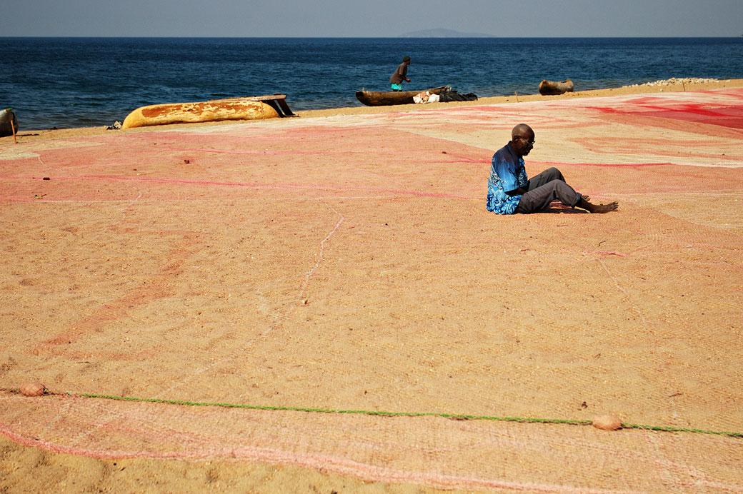Filet de pêcheur étendue sur la plage à Cape Maclear, Malawi