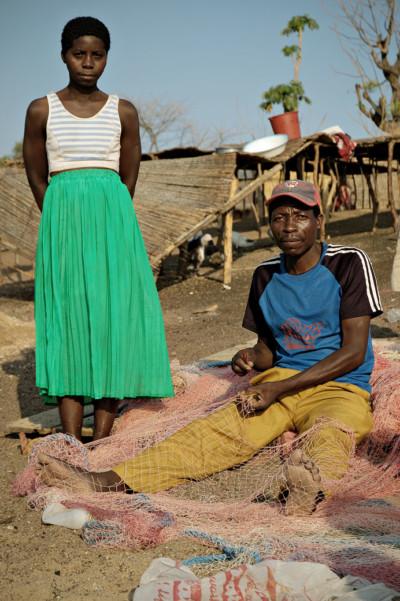 Un pêcheur et son épouse à Cape Maclear, Malawi