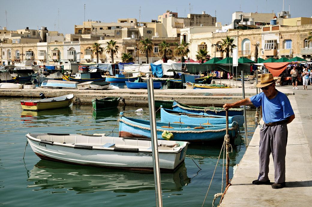 Vieux monsieur au port de Marsaxlokk, Malte