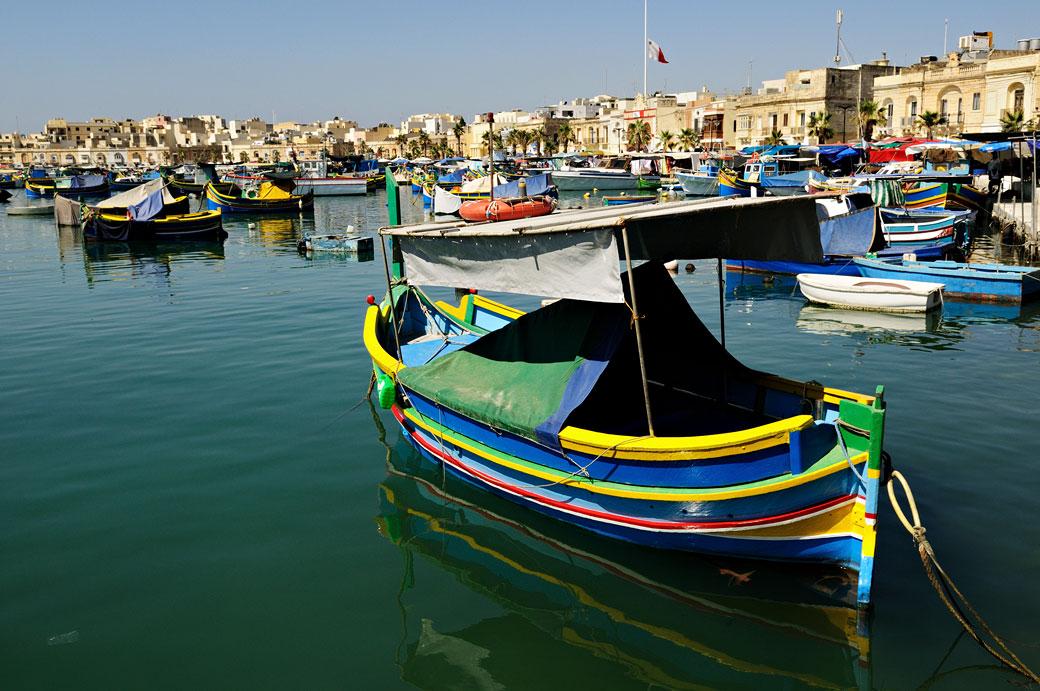 Luzzu au port de pêche de Marsaxlokk, Malte