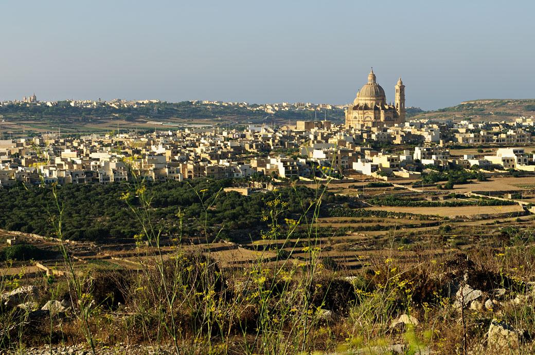 Le village de Xewkija et son église à Gozo, Malte