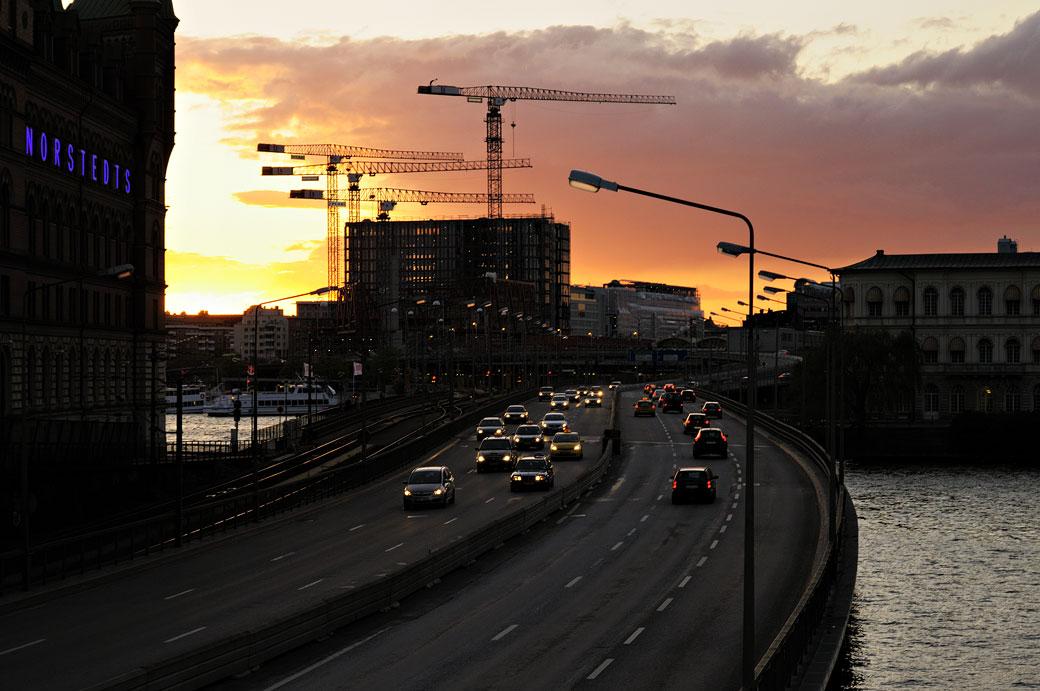 Voitures et grues de construction à Stockholm, Suède