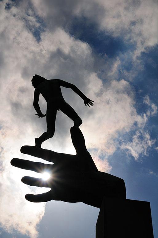 Sculpture de la Main de Dieu par Carl Milles à Stockholm
